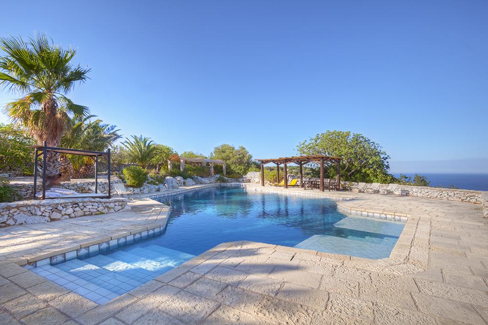 Piscine autorizzabili in aree vincolate e protette come - Foto ville con piscina ...