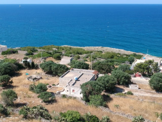 Independent villa, facing the sea in S. Maria di Leuca, to be restored