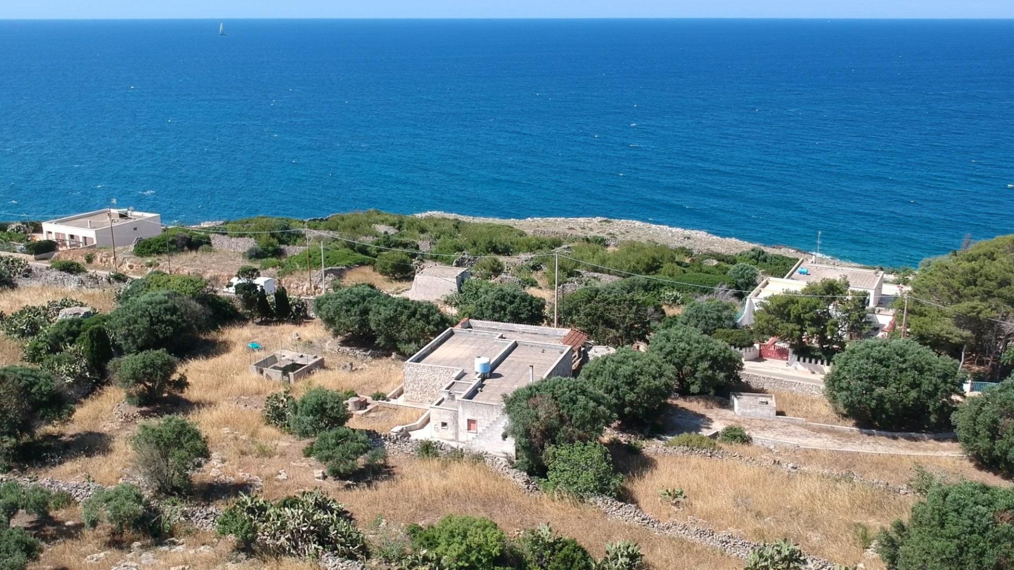 Villa Indipendente, fronte mare a S. Maria di Leuca, da ristrutturare - Castrignano del Capo