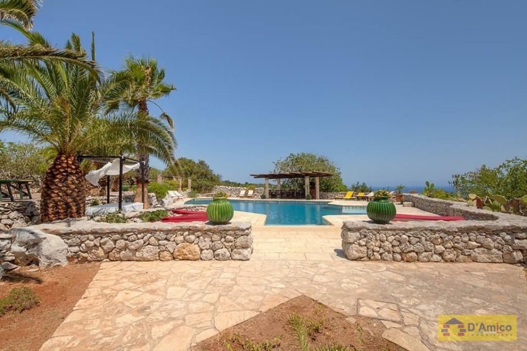 Prestigiosa villa con piscina vista mare a s maria di - Villa con piscina santa maria di leuca ...