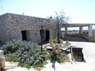 Villa in pietra in stile mediterraneo con vista panoramica sul mare in vendita a Pescoluse
