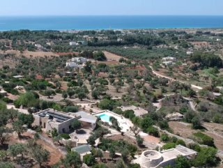 Prestigious Mediterranean villa plus dependance with sea view with swimming pool