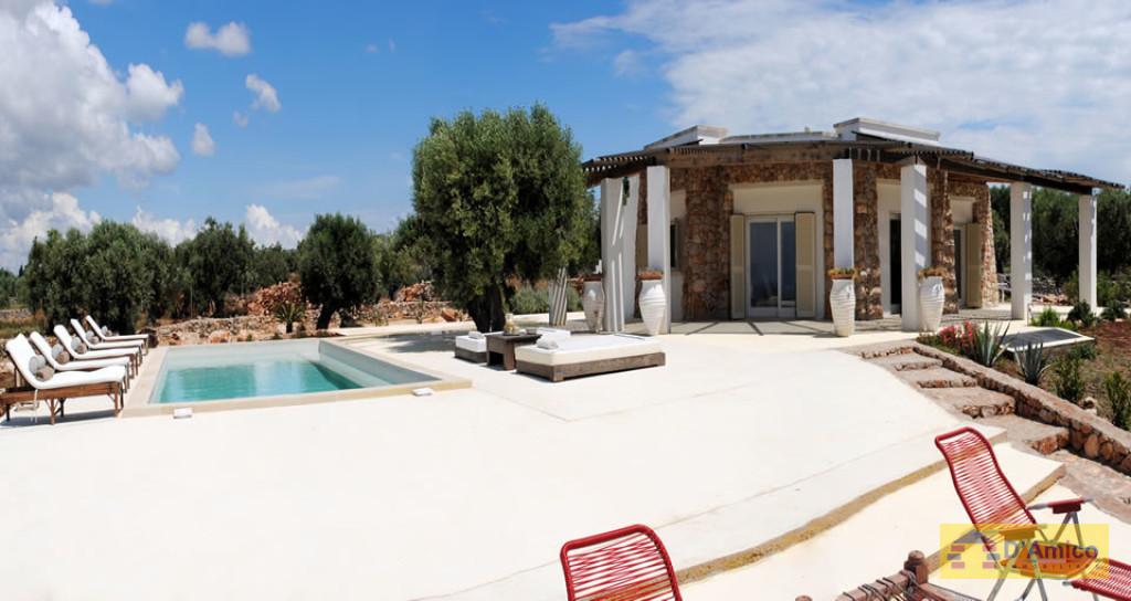 Villa depandance francesi in stile mediterraneo for Case in stile mediterraneo