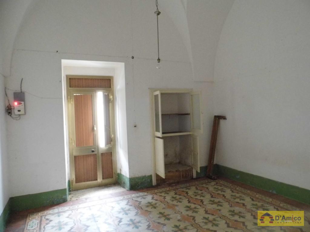 Casa antica in cento storico a castrignano del capo con for Interno casa antica