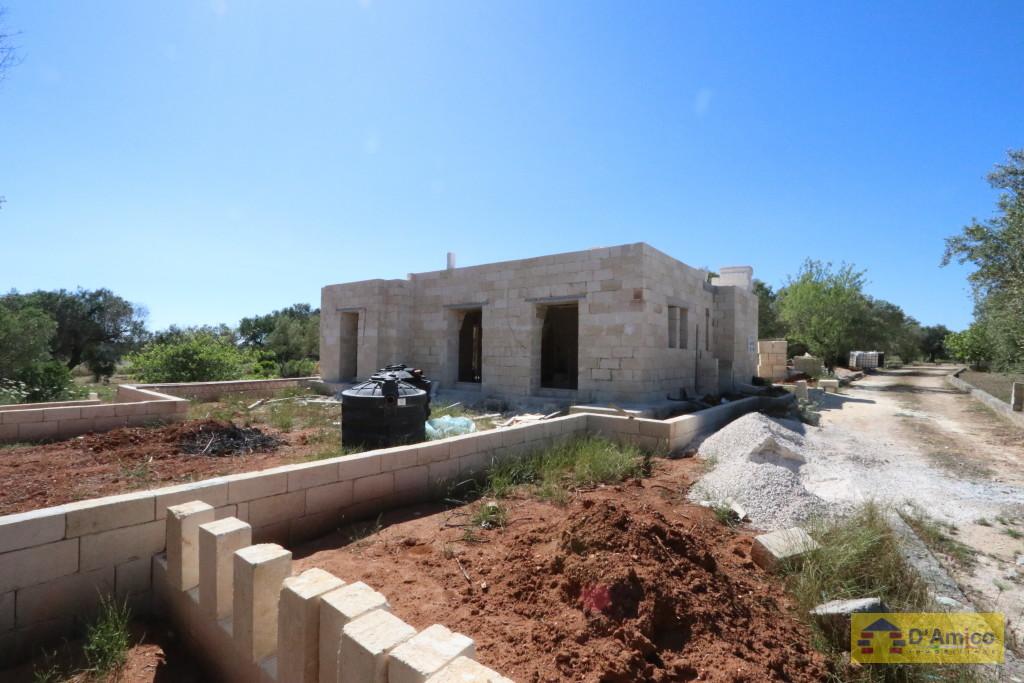 Villa in costruzione, con volte a botte, pozzo artesiano, a 4 km da ...