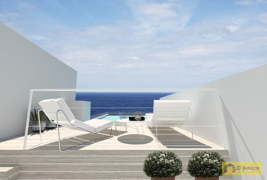 Vendesi due ville di pregio fronte mare con piscina a for Piano del sito piscina