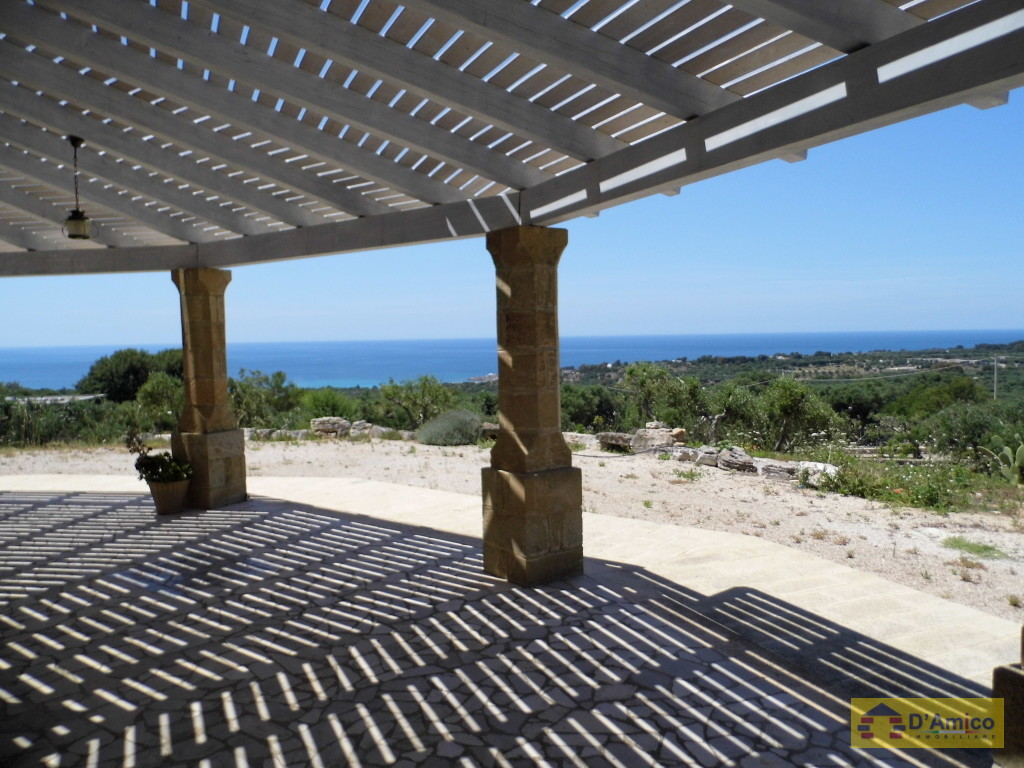foto immobile Villa in collina con splendida vista mare n. 11