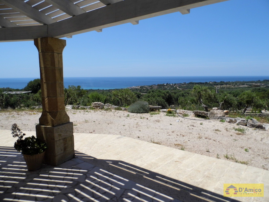 foto immobile Villa in collina con splendida vista mare n. 13