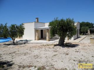 foto immobile Villa in collina con splendida vista mare n. 12