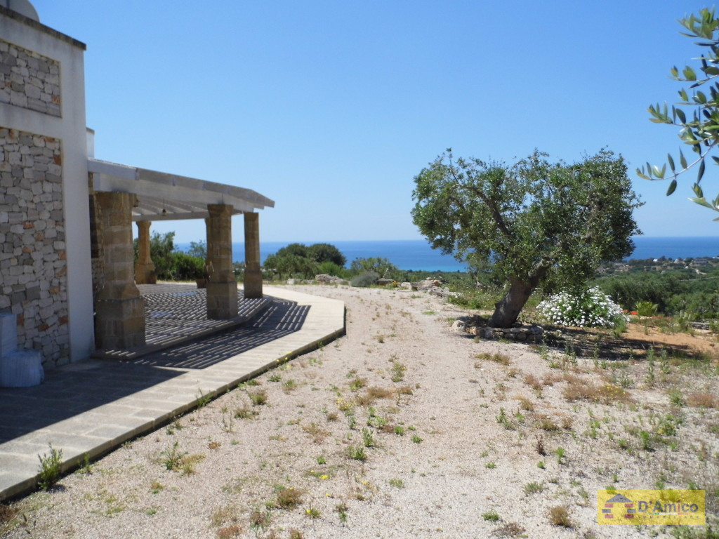 foto immobile Villa in collina con splendida vista mare n. 22