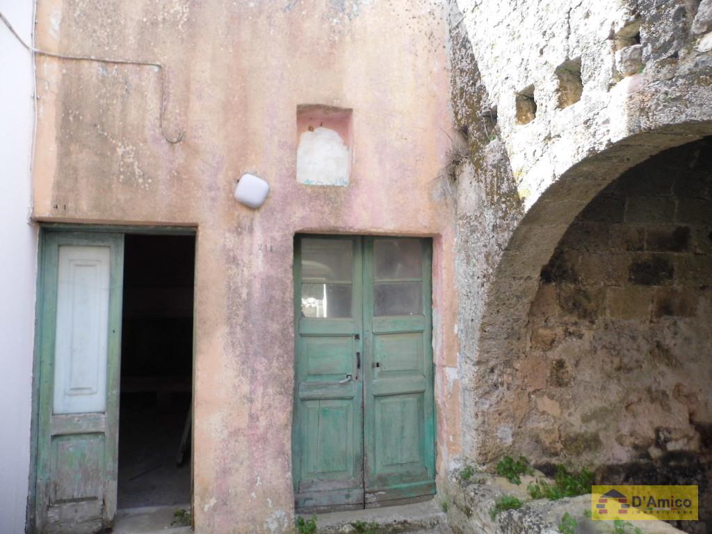 Vendesi antica casa contadina in centro storico for Vendesi casa roma centro