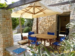 Villa a Torre Pali, in centro abitato, a 500 mt dalla spiaggia, da vivere tutto l'anno
