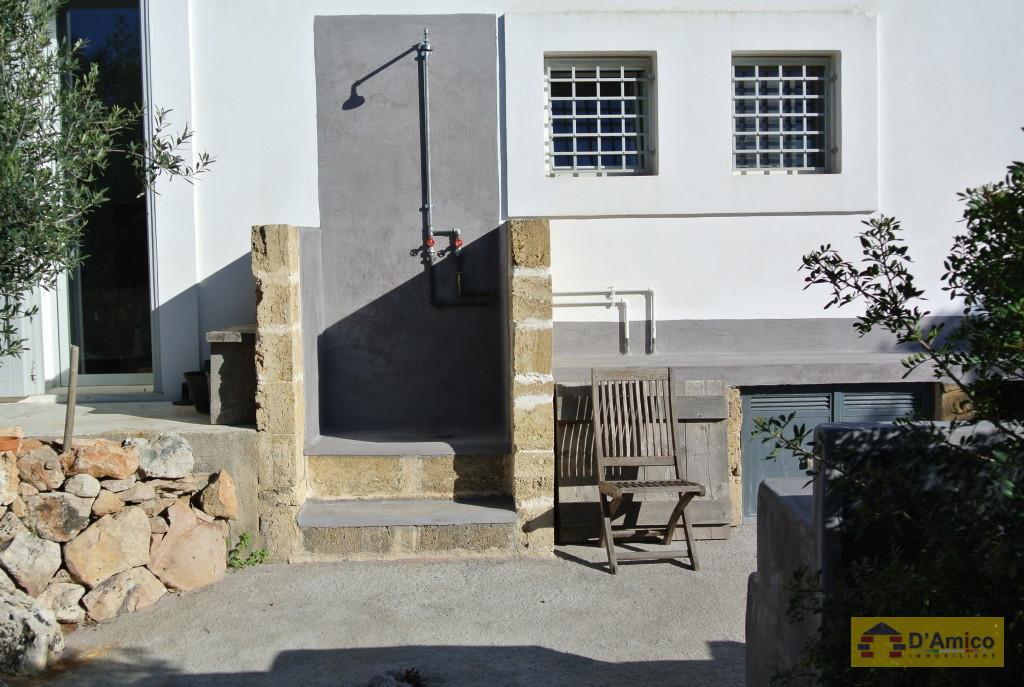 Villa stile mediterraneo vista mare con piscina for Planimetrie delle case in stile cape cod