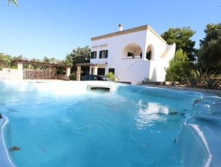 Villa of 180 sqm, sea view, 1 km from the beach of Pescoluse