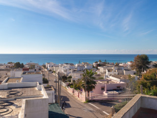 Independent villa with sea view, 350 meters from the beach
