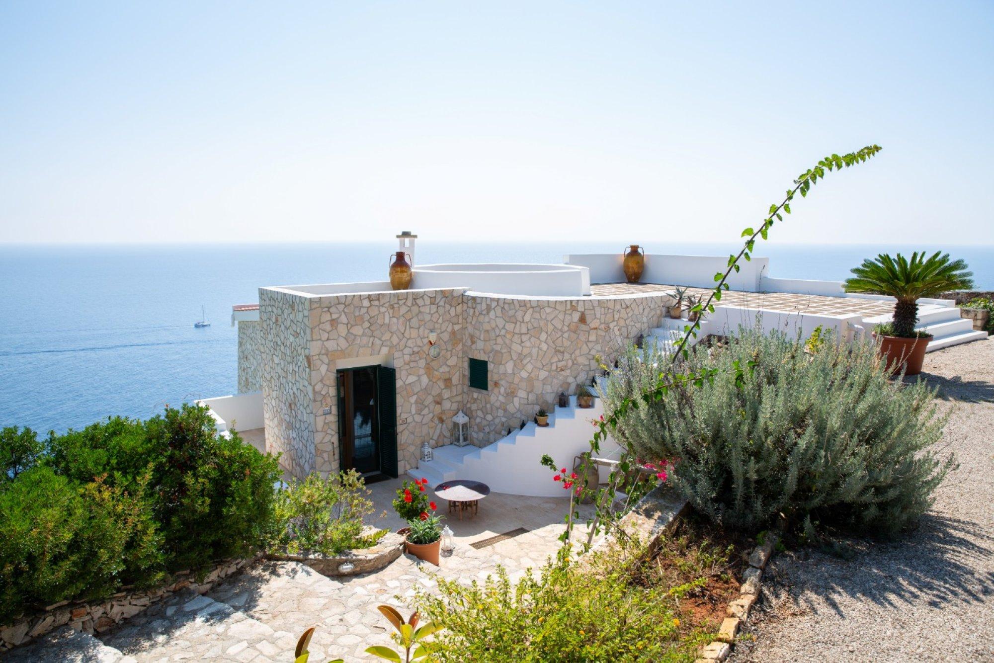 Villa lussuosa, posta a picco sul mare di Santa Maria di Leuca - Gagliano del Capo