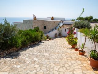 Villa lussuosa, posta a picco sul mare di Santa Maria di Leuca