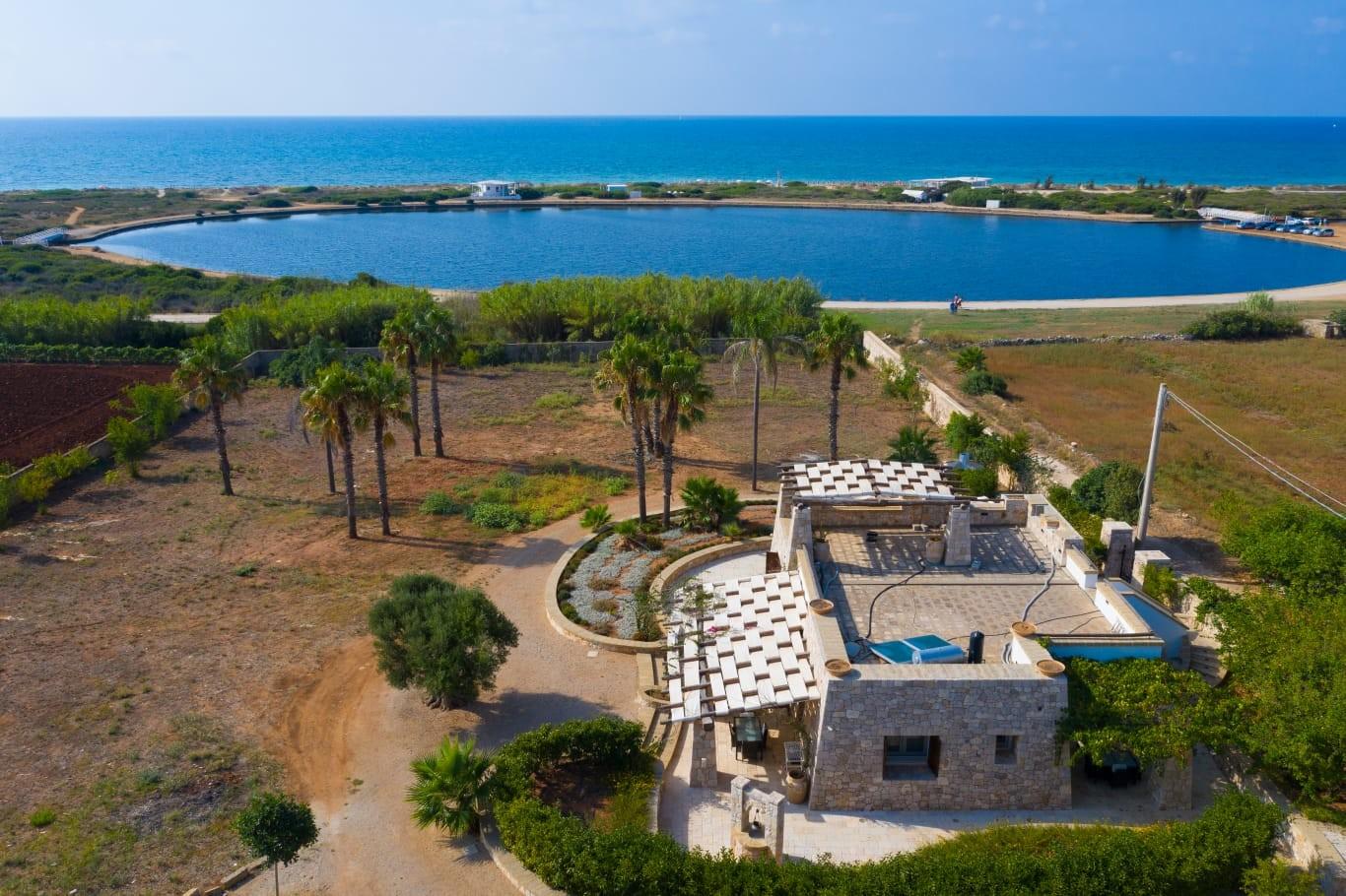 Splendida villa in pietra sulla  spiaggia di Pescoluse. - Salve