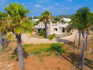 Villa prestigiosa in pietra sulla  spiaggia di Pescoluse.