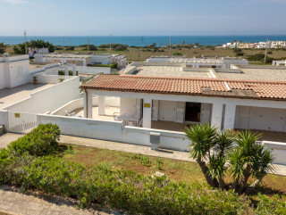 Sea view villa 500 meters from Salve beach