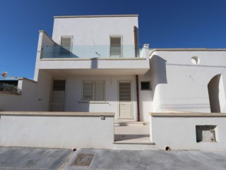 2 New, independent apartments, 700 meters from the beach