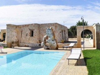 Sea view villa, with pool, in the hills of Pescoluse