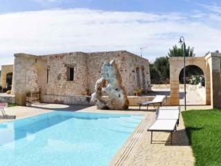 Villa vista mare, con Piscina, in collina a Pescoluse
