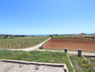 Land of 13.000 sq.m. Building Villa and Pool, sea view