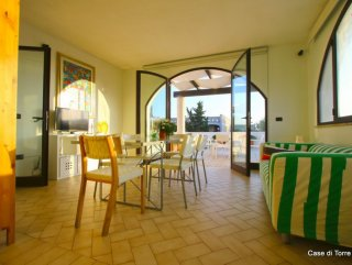 First floor apartment with sea view, 100 meters from the beach