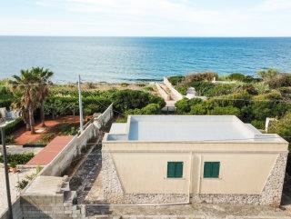 Casa fronte mare a 30 metri dall'acqua, con giardino, possibile Piscina