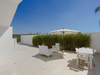 Villetta con 2 mini appartamenti, con giardino a 100 metri dalla spiaggia