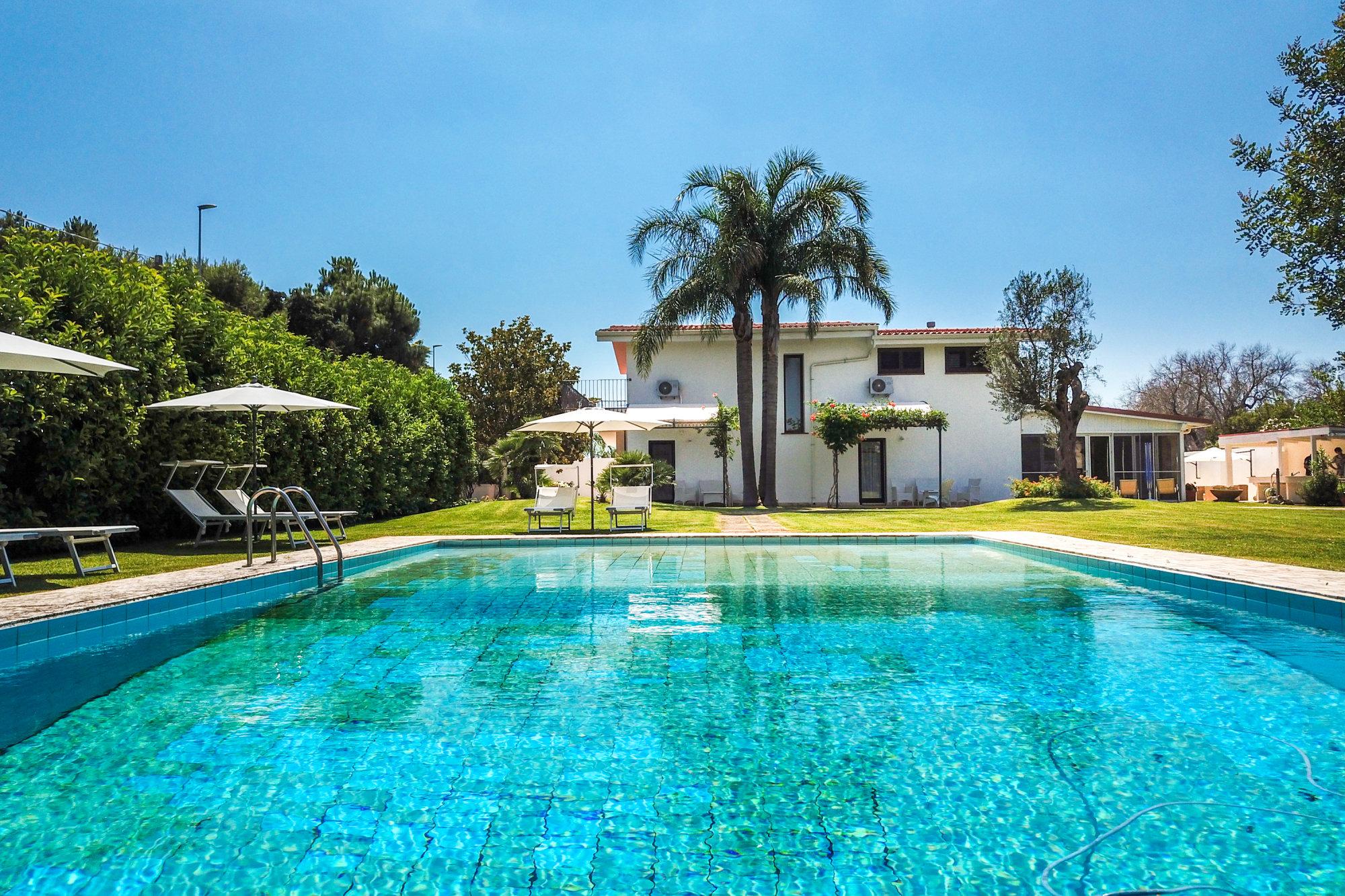 Prestigiosa Villa in collina con Piscina e Dependance - Casarano