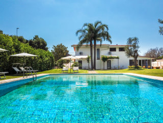 Prestigiosa Villa in collina con Piscina e Dependance