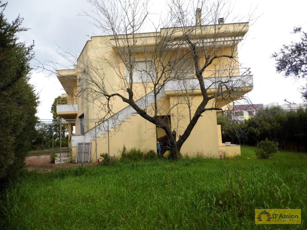 Villa abitabile di mq 216 con giardino matino for Giardino 80 mq