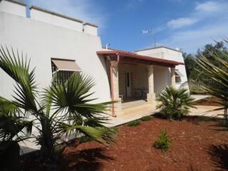 Villa a 2 km dalle spiagge di Pescoluse a prezzo affare di € 210.000